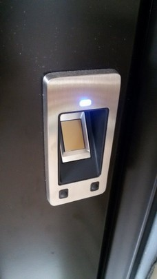 haust ren mit fingerprint sicherheitssystem jasw. Black Bedroom Furniture Sets. Home Design Ideas